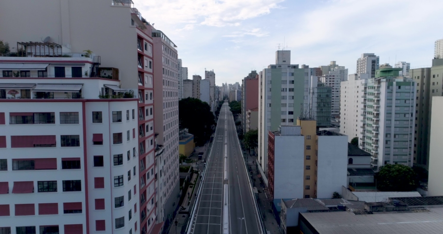 aerial view of Minhocão at Sao Paulo, Brazil, usually full of cars, now empty because of the quarantine. Royalty-Free Stock Footage #1057194520