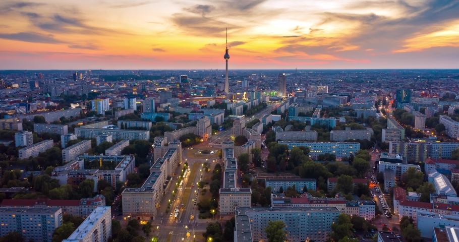 Golden Hour und Sunset Time Lapse Berlin Skyline, Berlin, Germany