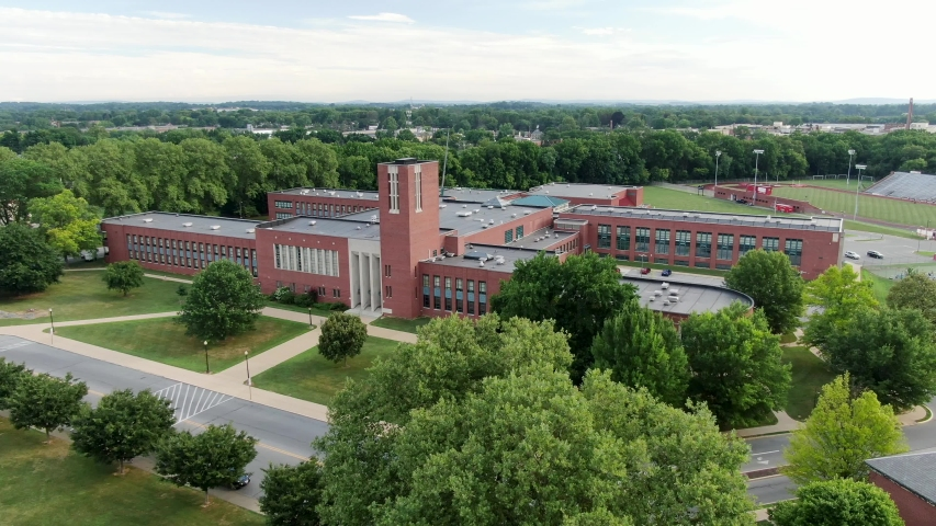 Aerial of large academic school building, higher education, public school building, beautiful cinematic establishing shot Royalty-Free Stock Footage #1057972072