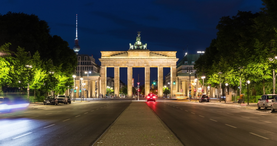 Time lapse of Brandenburge Gate at night in Berlin, Germany