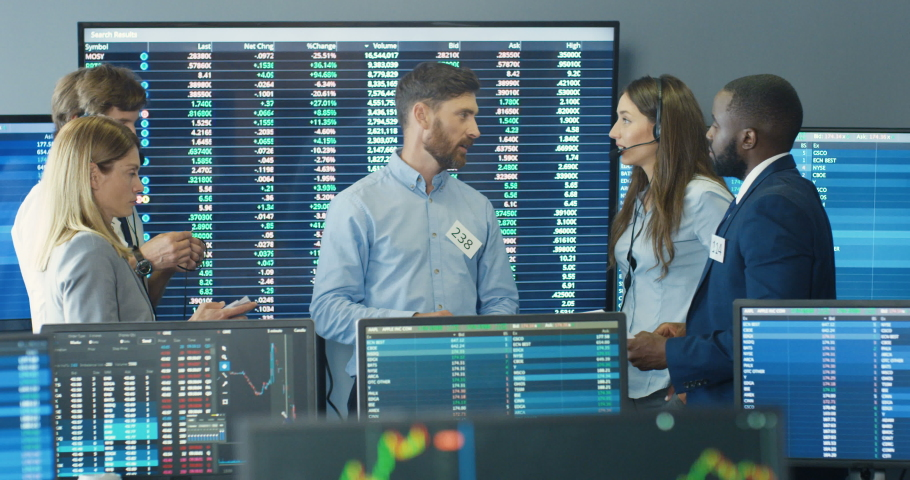 Caucasian male boss of stock or crypto exchange talking with mixed-races colleagues and discussing marketing strategy. Multiethnic men and women at office conference of trading. Royalty-Free Stock Footage #1059076169