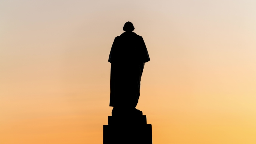 Time-lapse of sunset at the George Washington statue in the University of Washington.