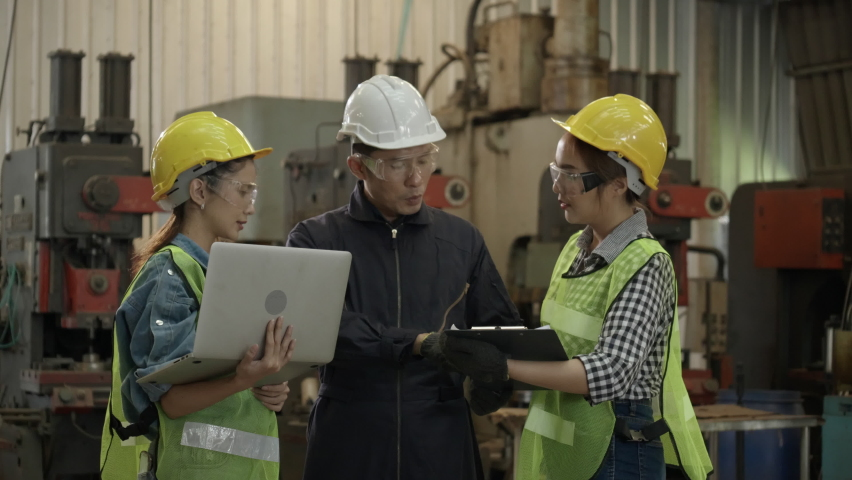 Industry engineer team is talking to work in factory. Asian foreman is introduce construction tools to workers. Safety Wearing a Hardhat while Operate. Concept of industrial machinery technology Royalty-Free Stock Footage #1060363361