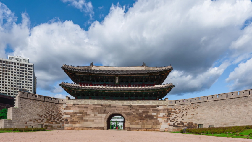 Time lapse. of Sungnyemun Gate in Seoul, South Korea. Korea National Treasure No. 1