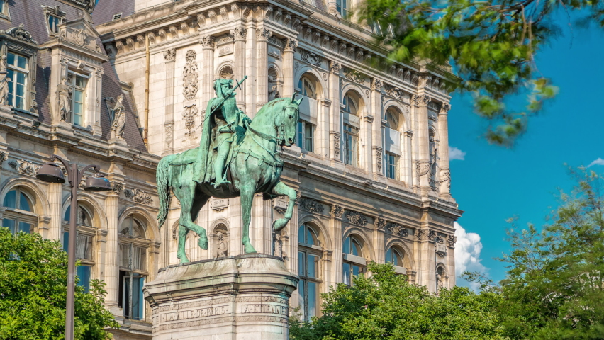 The bronze statue of Etienne Marcel proudly standing beside the Hotel de Ville timelapse, Paris, France. Traffic on the street. Blue sky at summer day