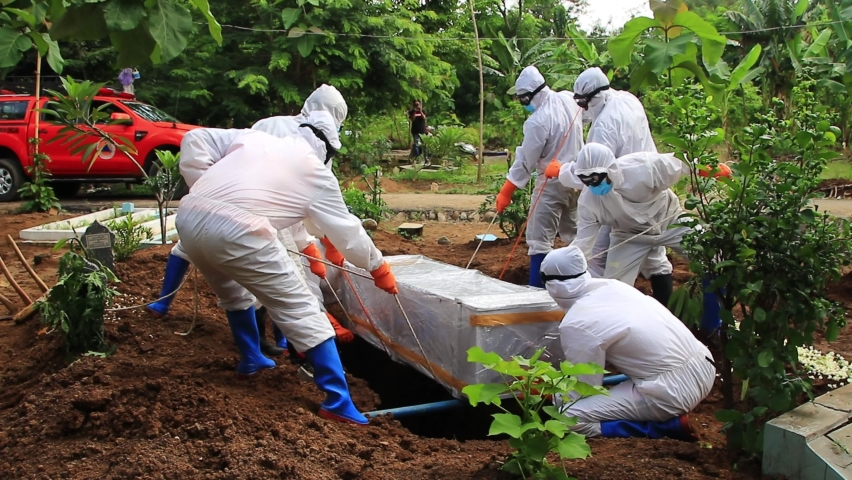 The funeral process of a corpse infected with the corona virus with the Covid-19 protocol, Pekalongan, Indonesia, November 3, 2020