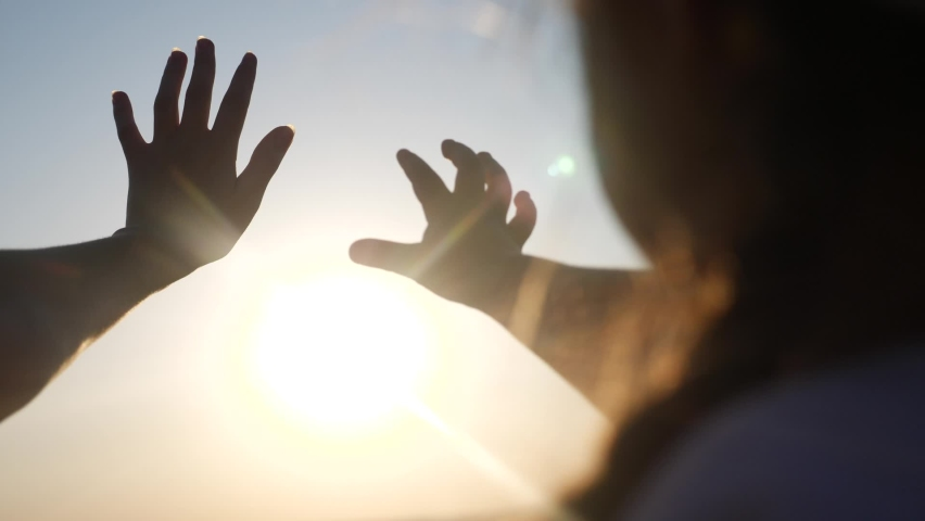 hands in the sun. mom and daughter hands reach out to the sun silhouette sunlight. happy family kid dream concept. mom and daughter dream of god sunset religion concept Royalty-Free Stock Footage #1063974703