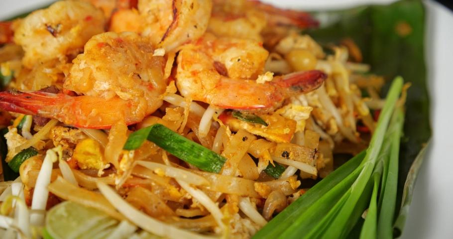 Thai traditional food, Shrimp Pad Thai, dry noodle, street food, Thai food style. Close up Royalty-Free Stock Footage #1067011972