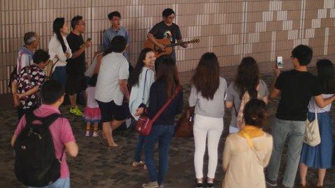 Hong Kong, China. May 2015: Enthusiastic crowd entertained by Hong Kong buskers. Hong Kong, China. May 2015 ,