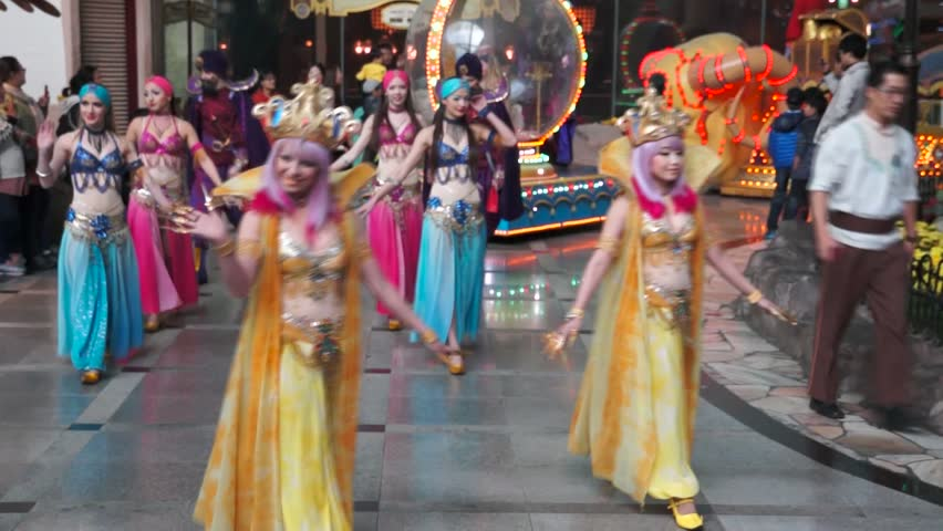 SEOUL – SOUTH KOREA - 15 NOV 2014 : Parade Show With Famous Cartoon Characters Of Walt Disney in Lotte World Amusement in Seoul, Korea