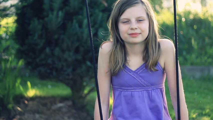 「Preteen Girl Swinging and Smiling」の動画素材(完全ロイヤリティフリー)1218958
