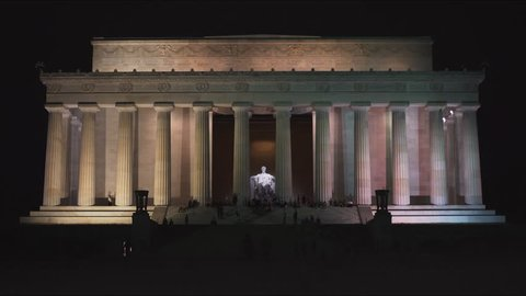 the exterior of the lincoln memorial in washington, dc at night