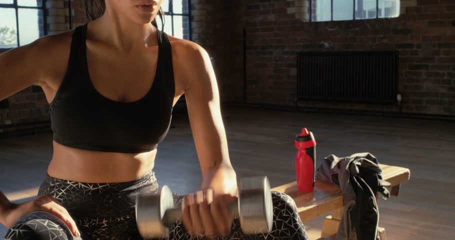 Alasan Wanita Harus Latihan Angkat Beban