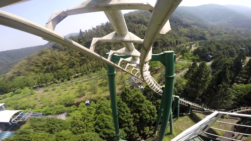 Roller coaster subjetive view. The principle of operation of roller coasters is based on the law of conservation of energy.