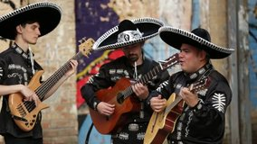 Mexican musicians on the streets. Latin American musicians. Spanish musicians. Video with sound.