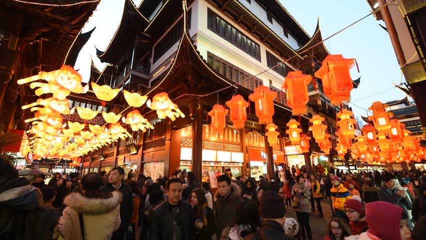 Chinese New Year , a rule of Yuyuan Garden , Shanghai night , people visit the Yuyuan Garden in play lantern , 2016