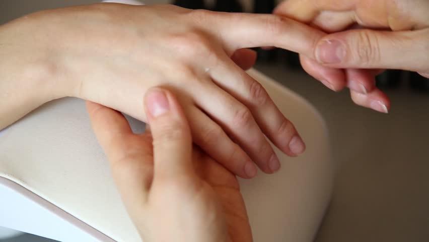 Cara Menjaga Supaya Tangan Terlihat Awet Muda