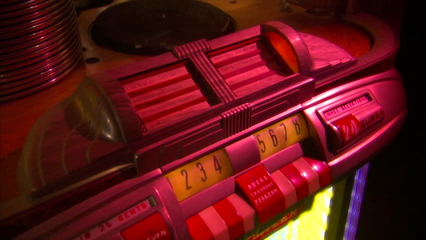 vintage jukebox-wurlitzer-78rpm record starts-tilt Royalty-Free Stock Footage #19057594