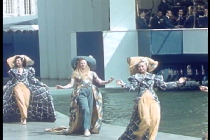 Eleanor Holms and a synchronized swimming team at the Aquacade at the New York World\xCDs Fair 1939. (1930s)