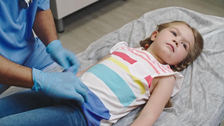 「Little Girl Lying On Examination」の動画素材(ロイヤリティフリー)19985332   Shutterstock