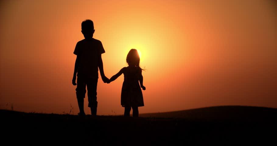 Cara Memiliki Hubungan Baik dengan Saudara Kandung Saat Dewasa