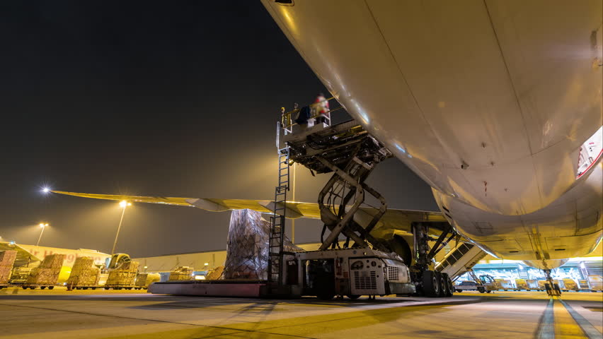 Outside cargo plane loading