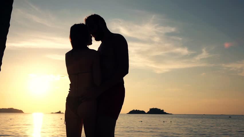 Silhouette of Couple Hugging and : vidéos de stock (100 % libres de droit)  21897112   Shutterstock