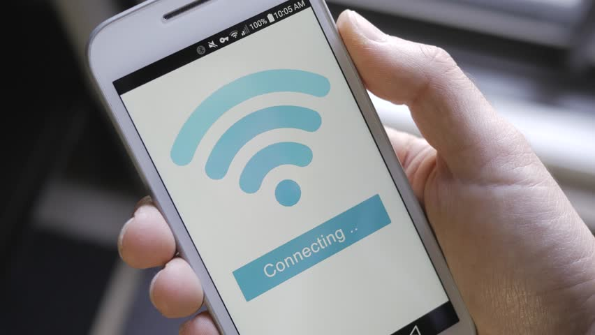 Smartphone connecting itself to the wi-fi network. Royalty-Free Stock Footage #24697964