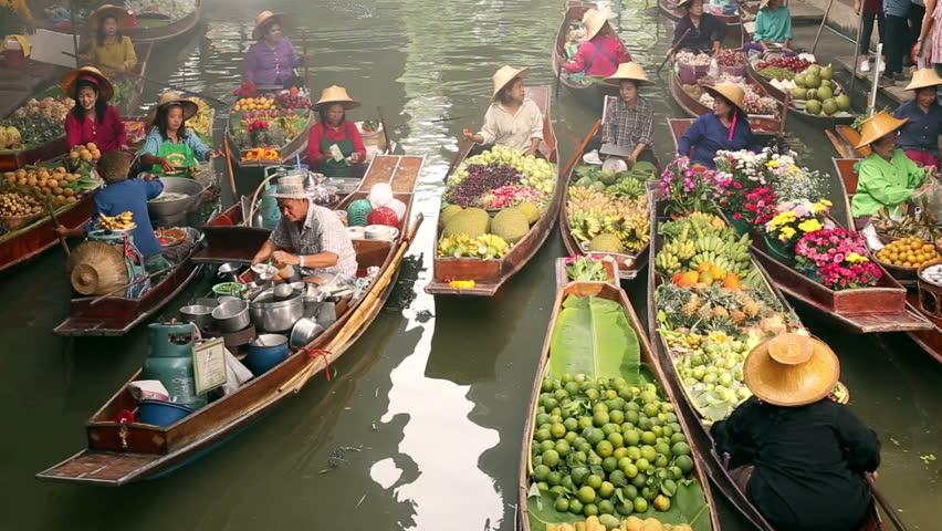 Bangkok. DAMNOEN SADUAK,  - JULY 12, 2016: Damnoen Saduak this large and popular floating market is about 100 km southwest of Bangkok in Ratchaburi province , Floating market is famous in Thailand
