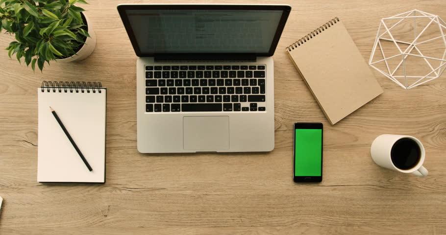 Business Man Working with Laptop : stock video (100% bez autorských  poplatků) 25279418 | Shutterstock