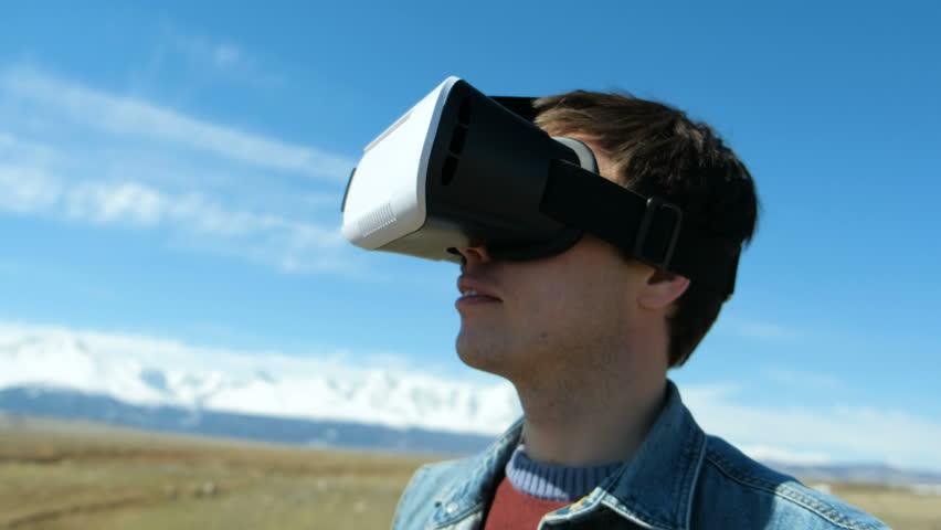guy in desert wearing vr glasses dissolving into pixels 20s 4k
