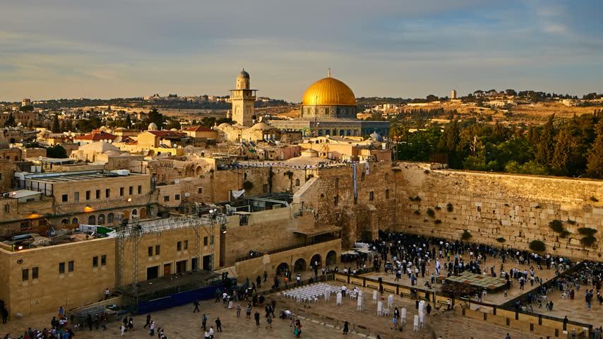 Wailing wall in Jerusalem, sunset, tilt-shift time lapse 2k