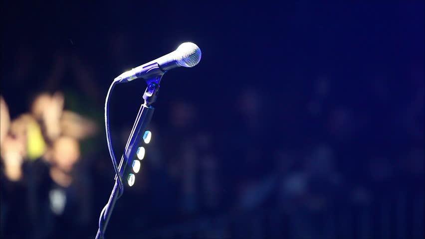 микрофон на сцене фото картинки красивые спортсменки сочи