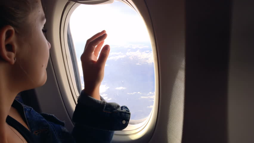 физкультура выполняется картинка человек сидит у иллюминатора самолета склоненные ветви зеленых