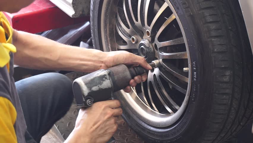 Changing to new tyre by foreman