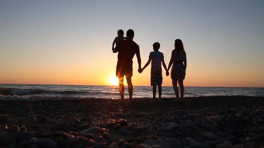 красивые фото семьи с детьми со спины тех