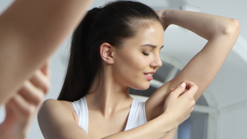 Girl shaves the epilator at her armpits, she's very happy