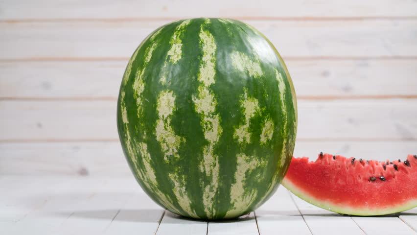Tips Cara Memilih Semangka yang Baik