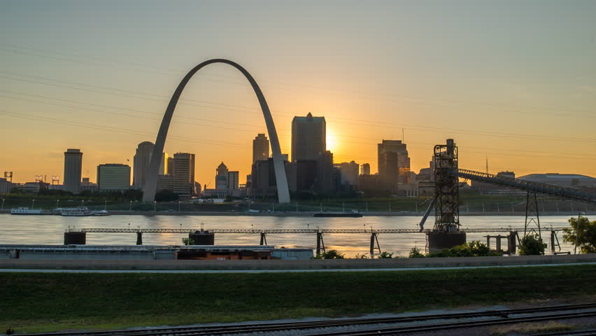 St louis sunset time lapse with river and arch 4k 1080p - sun setting behind st louis missouri skyline and arch time lapse with river