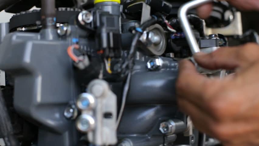 Repair of four-stroke outboard motor #29544829