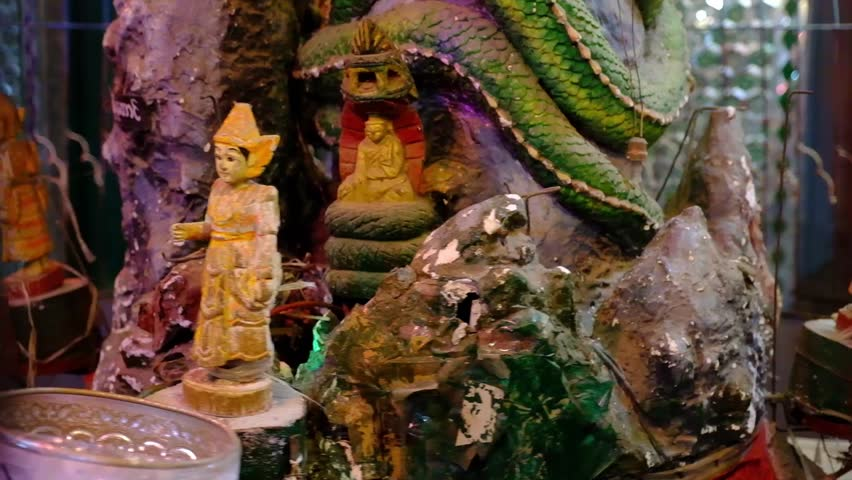 Rotating statuettes in the Buddhist temple
