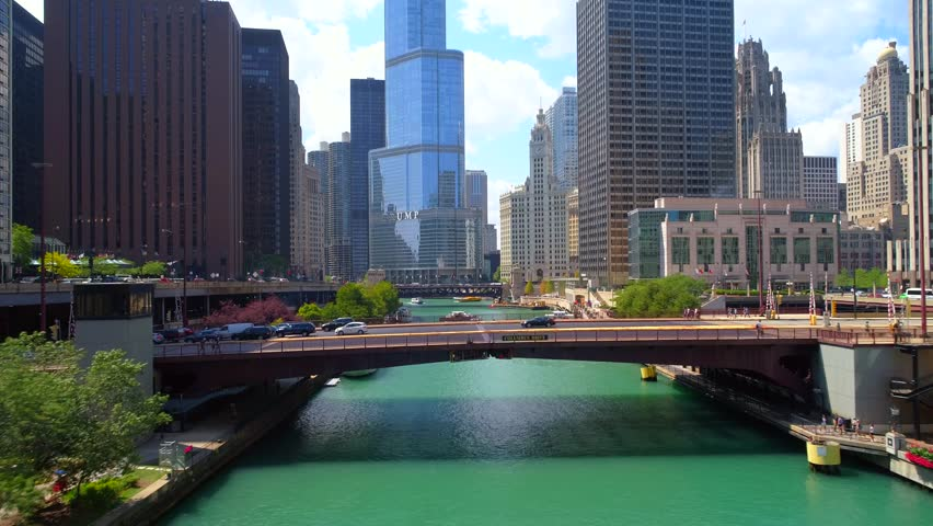 CHICAGO, IL, USA - AUGUST 4, 2017: Aerial video Chicago River 4k 60p