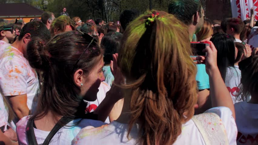 SAINT-PETERSBURG, RUSSIA - MAY 3, 2016. Holi Festival of colors. Funny girls making selfie. HD #31068610