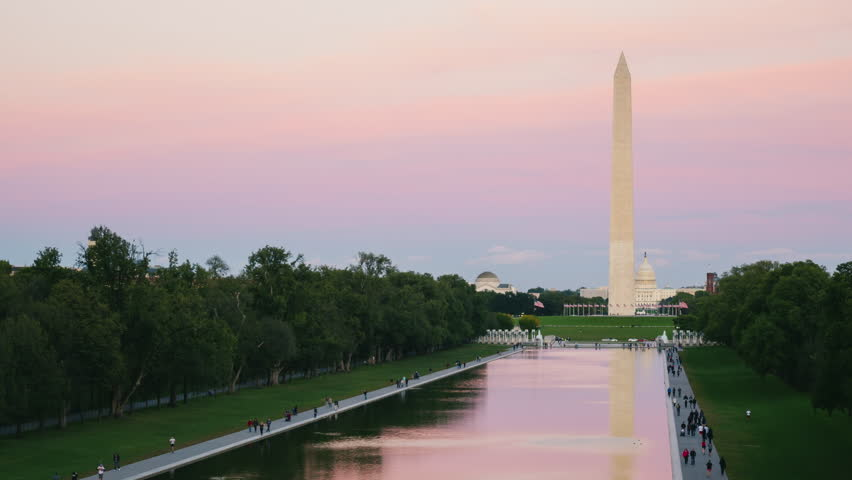 Day to Night timelapse: Washington Monument in the US capital, Columbia District.