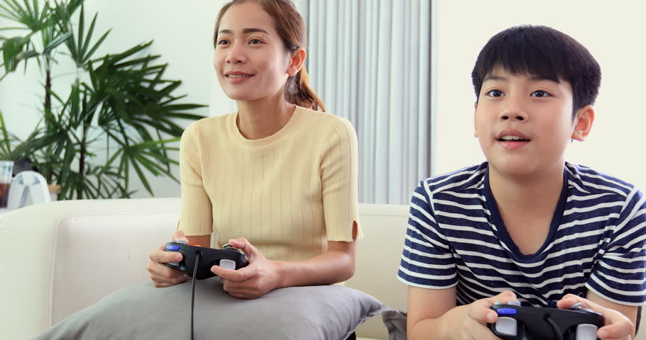 Happy Asian Family Play Game Stock Footage Video (100% Royalty-free)  32698843 | Shutterstock
