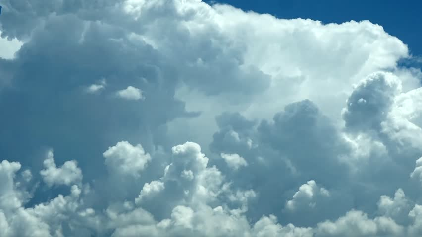 CLOUDS TIME LAPSE, BUILDING MOTION WITH BLUE SKY. Puffy fluffy white big building mass move, background FULL HD. 1080p.