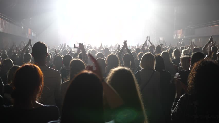 Clapping spectators - cheering concert crowd fan people in stage bright light lumiere #33009658