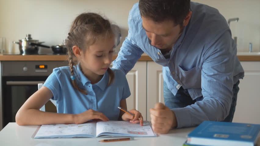 father(父) Helping daughter(娘) with Homework: стоковые видео (без лицензионных платежей) 33555817 | Shutterstock