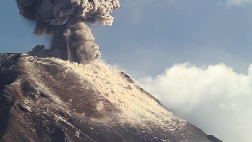 Tungurahua Volcano erupting, March 2013, Ecuador (speeded up 10x)