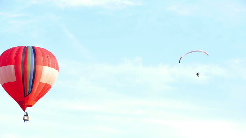 HD - Air balloon and Paraglider